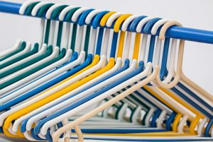 clothes-hangers-582212_640