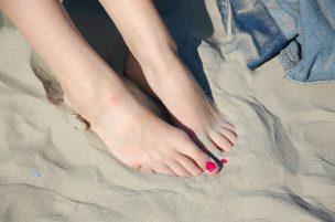 feet-1291213_640